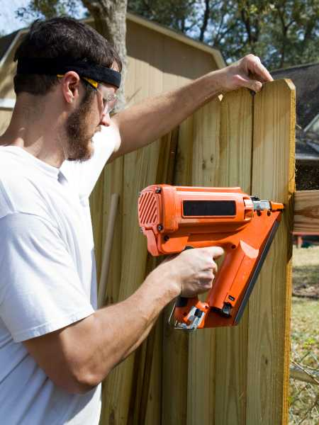 fence installer nailing wood fence in Heath ohio